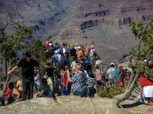 Arrive early at the Grand Canyon, or prepare to fight for your views!